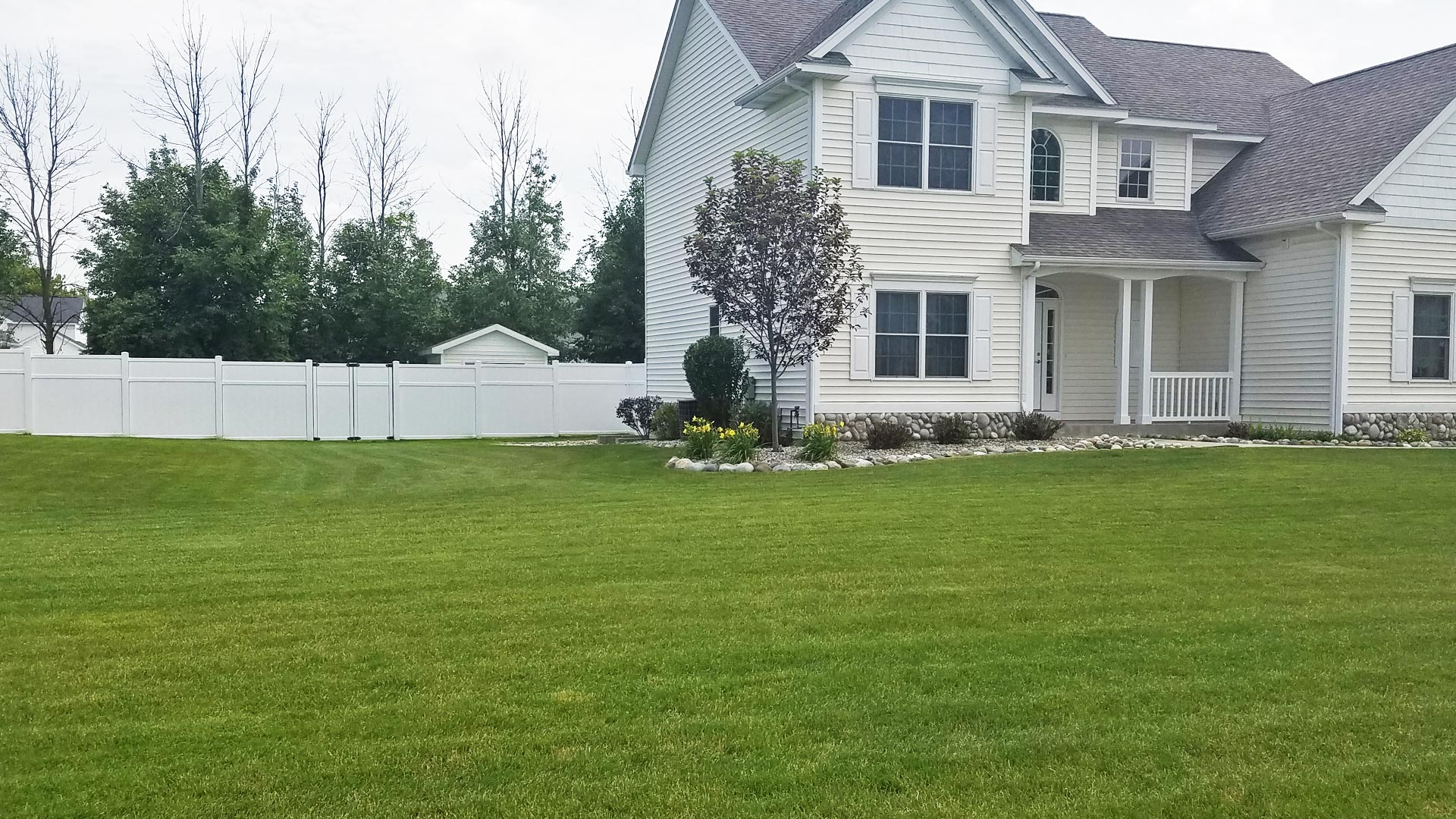 Residential property in Saginaw, MI that was recently mowed and maintained by our team.
